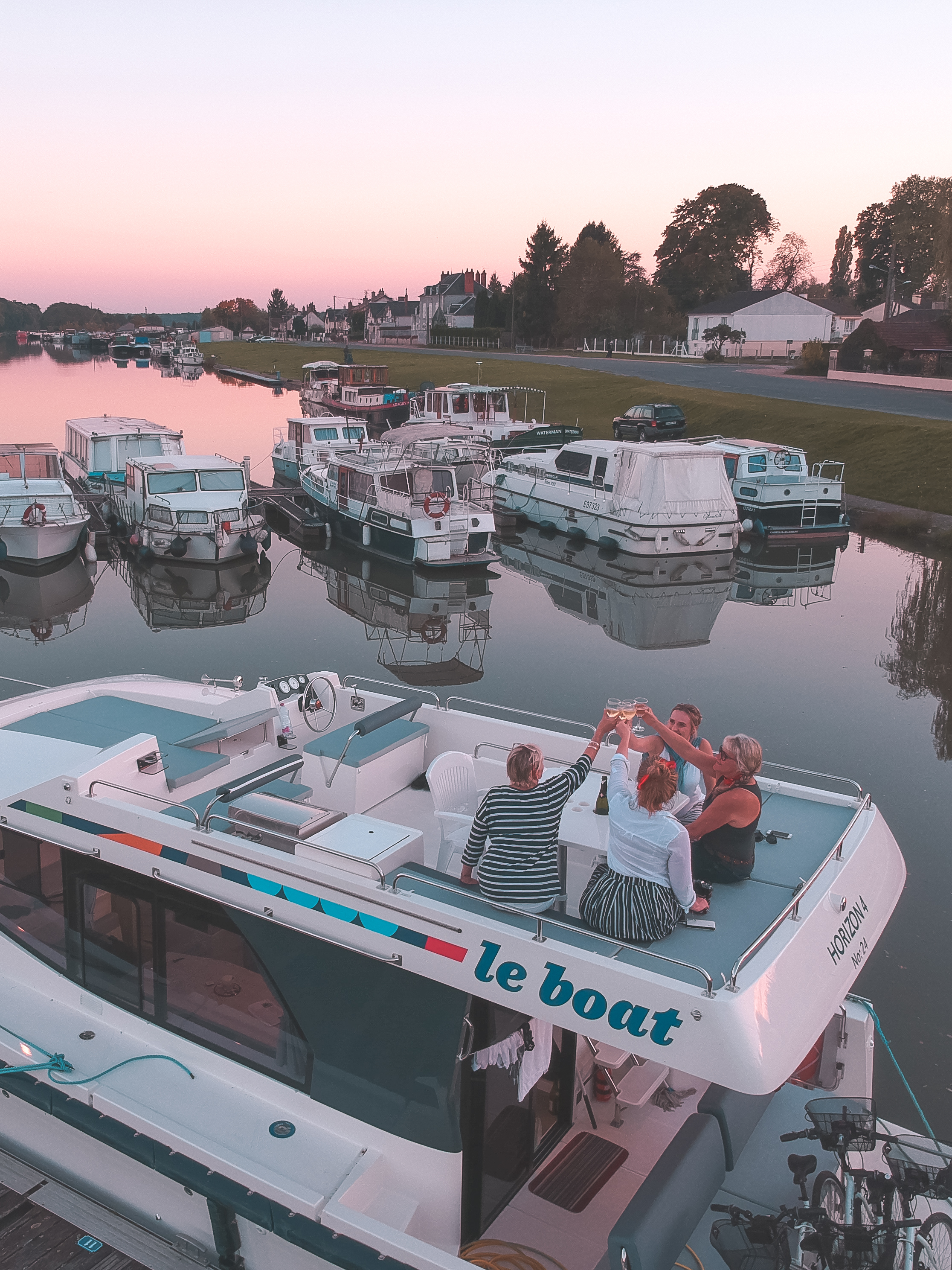 VIDEO: Self-drive Houseboat Holiday with Le Boat Vacations